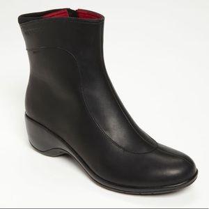 Sleek and comfortable Merrell Angelic Mid boots!